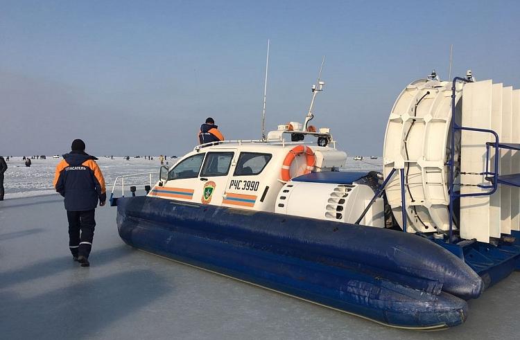 Около 30 человек оказались наоторванной льдине врайоне мыса Песчаный