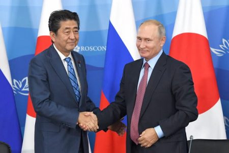 Абэ и Путин. Фотобанк ВЭФ (ТАСС)