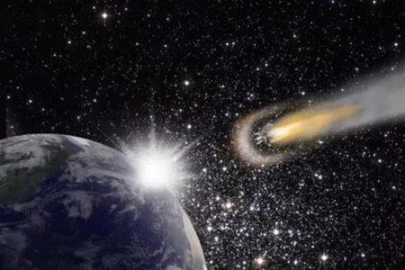 Жители юга Дальнего Востока заметили в ночном небе летящий к Земле гигантский астероид