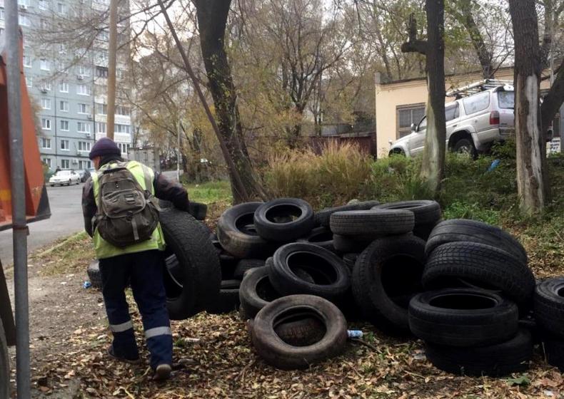Во Владивостоке за сдачу старых автошин платить пока не собираются - вот и превратили город в их свалку